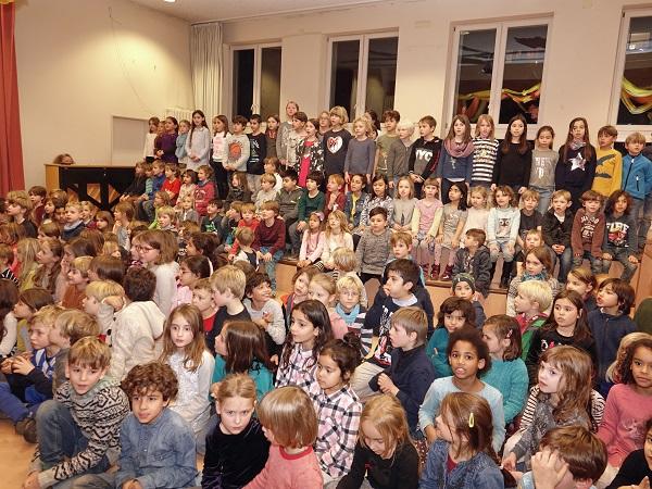 Hensel: Gemeinsames Singen Aula