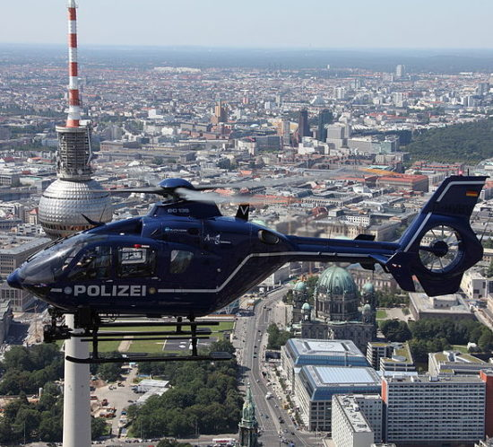 Polizeihubschrauber_Polizei_Berlin_Eurocopter_By_Wikipedia_PolizeiBerlin