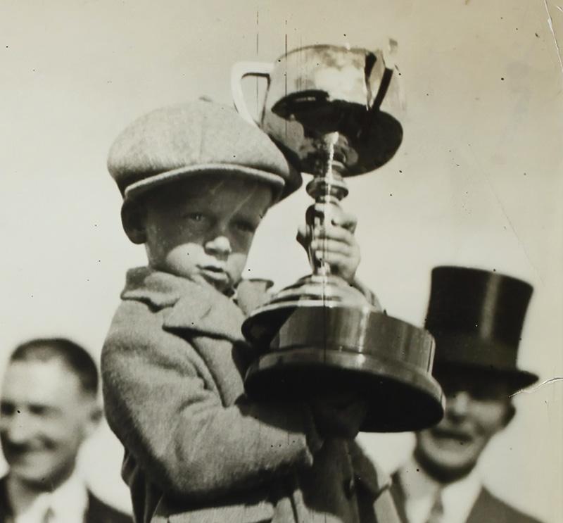 Presentation of Phar Lap's Melbourne Cup, Flemington Racecourse, Victoria, 4 Nov 1930 - Museum Victoria via unsplash - Ausschnitt