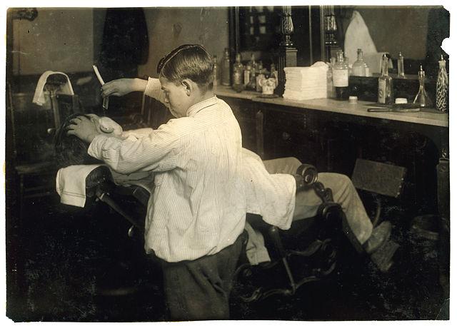 Frank De Natale, 12 Jahre alt, Friseur, Boston, 1917 - Lewis Hine, Library of Congress