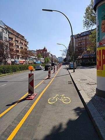 Pop-up Radweg am Kottbusser damm - Quelle: Wikipedia: Autor: Fabian Deter