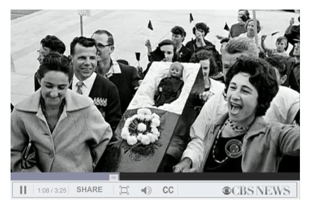 1960, Demonstranten gegen gemsichte Schulen, mit einer schwarzen Puppe im Sarg - Quelle: surori.com, Screenshot aus CBS News