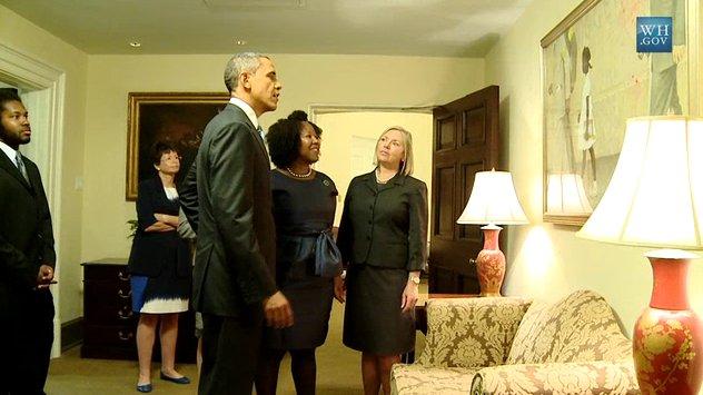 Ruby Bridges mit Barack Obama, der das Bild im Weißen Haus hängen ließ - Aus: obamawhitehouse.archives.gov